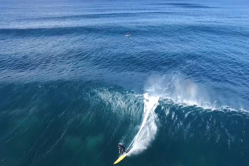 Vidéo : Un drone et des vagues