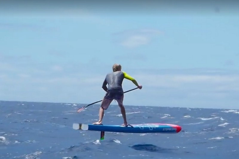Vidéo : Connor Baxter et le SUP foil