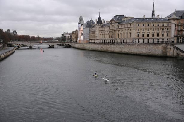 Terrien s'illustre à Paris