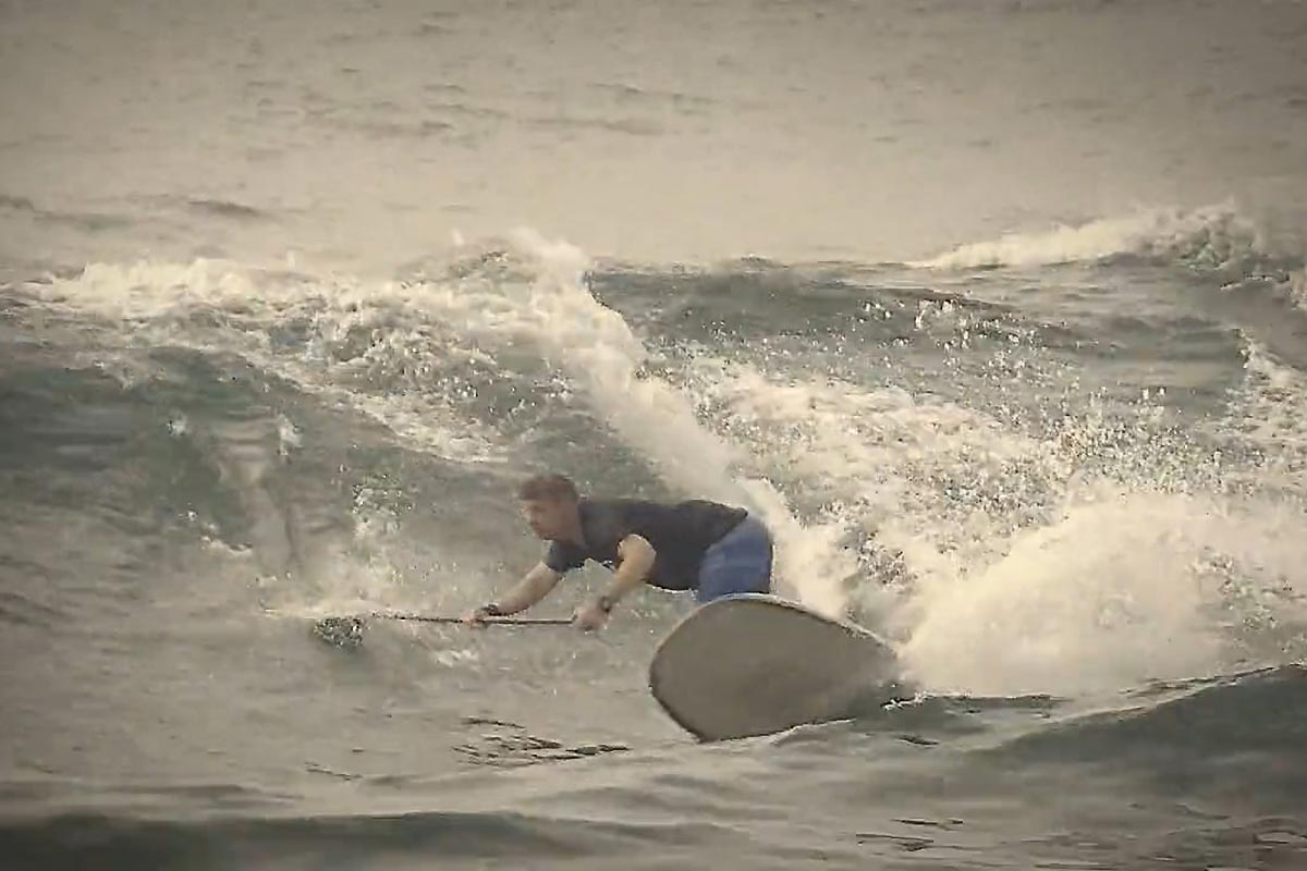 Andrew Cassidy en SUP longboard