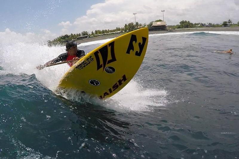 Du SUP surfing à Bali