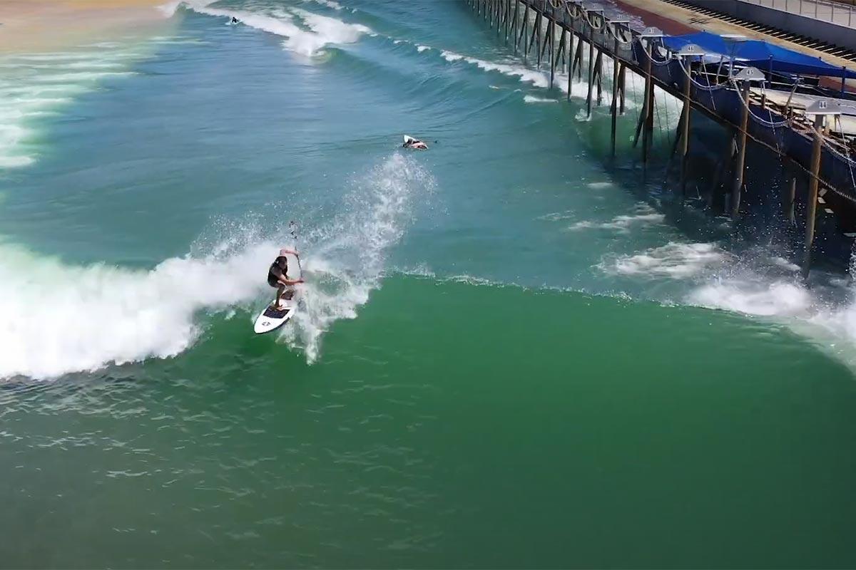Dave Boehne en SUP surfing au Surf Ranch de Kelly Slater