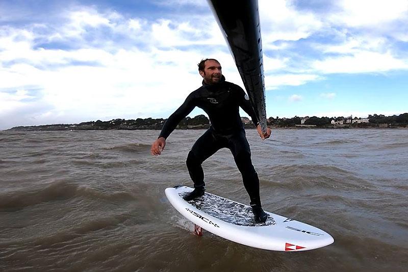 Eric Terrien en SUP foil downwind