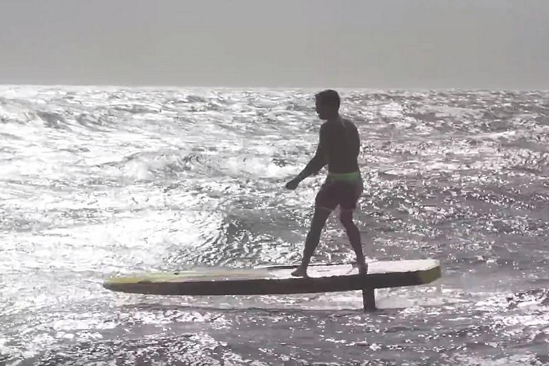 Kai Lenny en SUP downwind hydro foiling