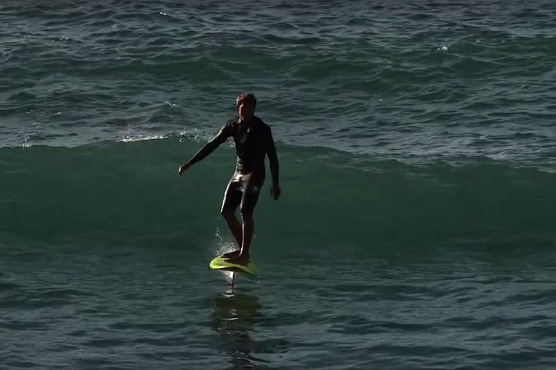 Kai Lenny (encore !) en surf foil