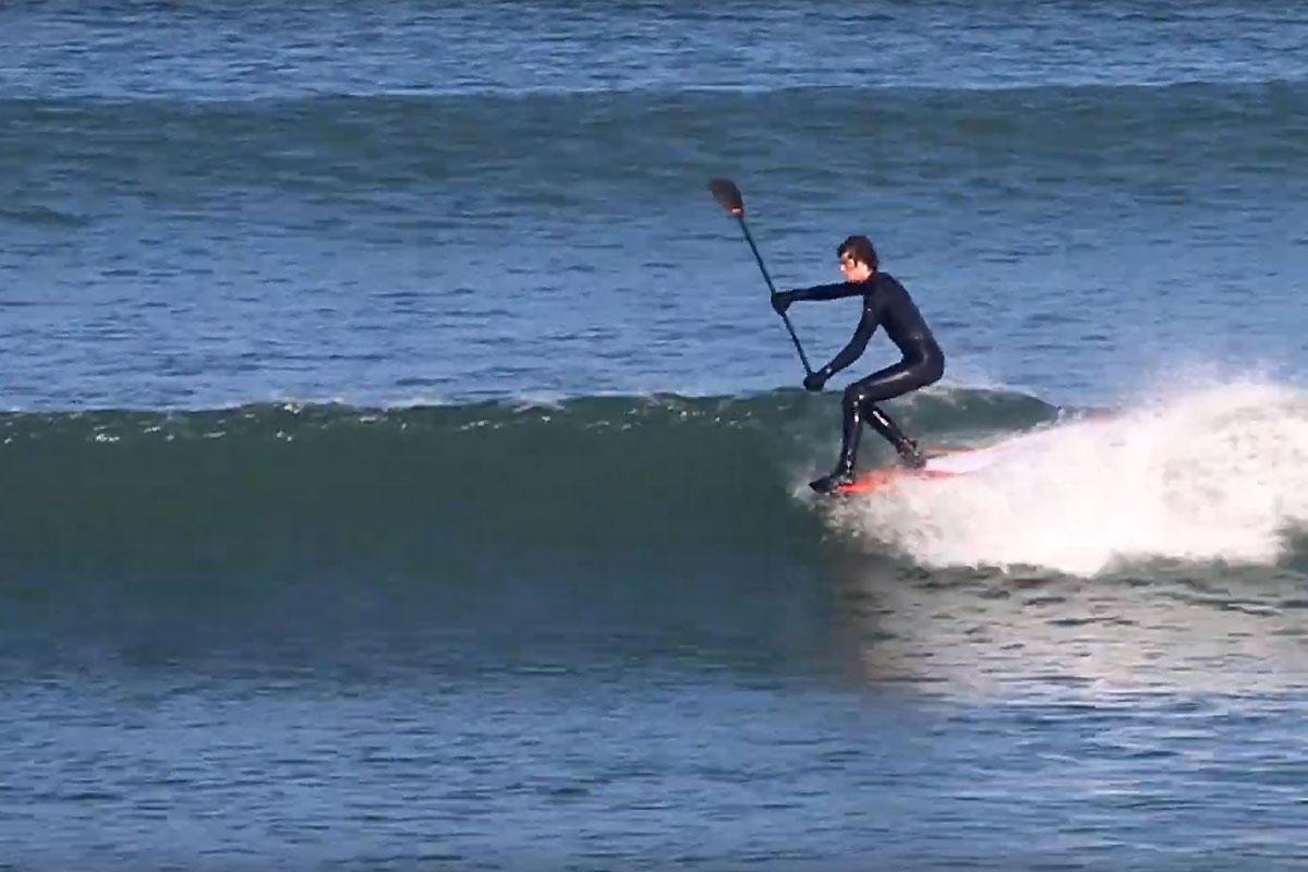 Ollie Laddiman en SUP longboard en Irlande