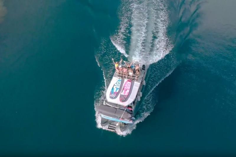 Zane Schweitzer et le team Starboard en trip à Tahiti