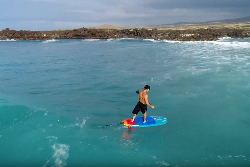 Zane Schweitzer en SUP foil à Big Island