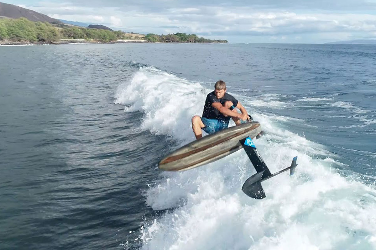 Zane Schweitzer en SUP foil à Lahaina